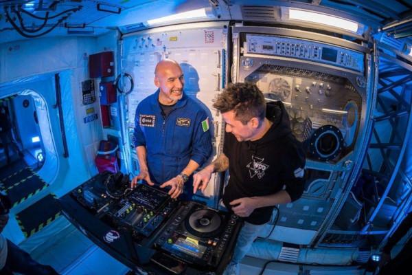 космос, космонавт, диджей, Италия