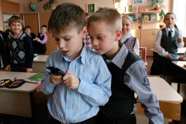 минпросвещения, образование, школы, мобильные телефоны