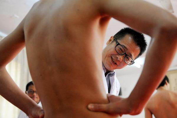 Китаец жил с зубочисткой в сердце