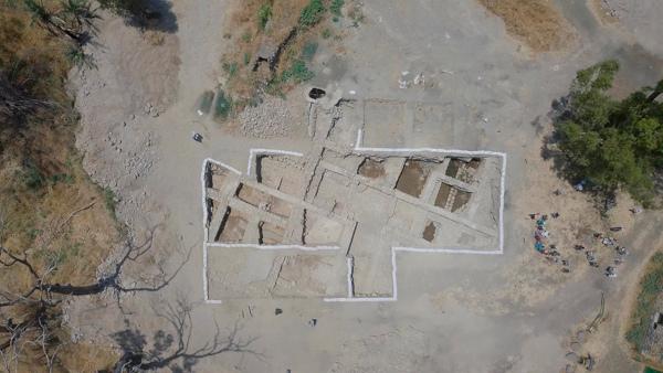 археология, раскопки, храм, апостолы Петр и Павел
