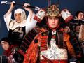 Вскрыв свой живот, Есицунэ точным ударом меча обезглавил любимую жену
