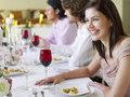 Европейские традиции гостеприимства: в приоритете общение и еда за счет гостя